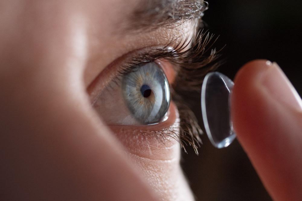 Kontaktlinse+ auge